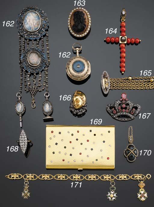AN ANTIQUE GOLD ENAMEL AND ROS
