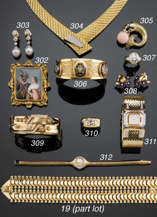 AN 18K GOLD AND DIAMOND SUITE
