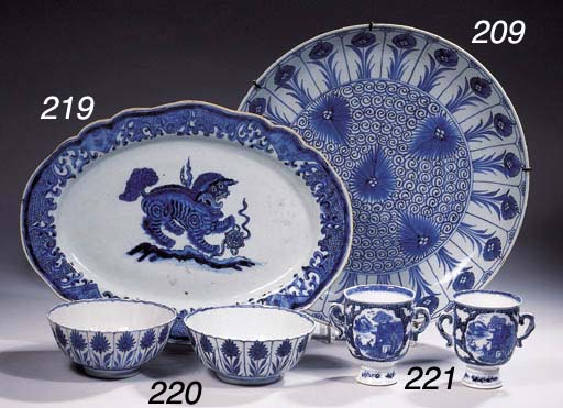 Four sets of blue and white cu