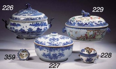 A blue and white oval tureen a