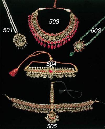 an indian diamond necklace pen