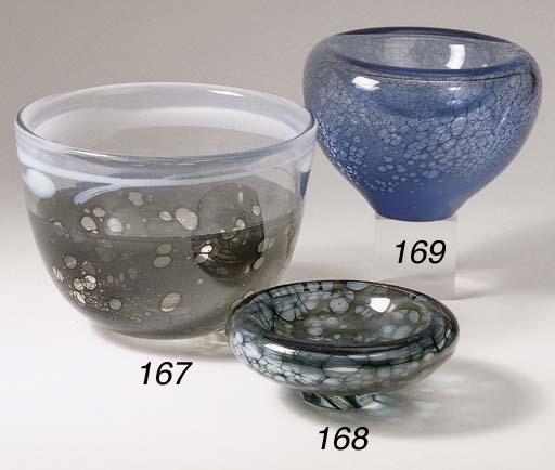 An unica glass dish