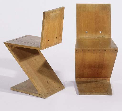 A pair of oak Zigzagchairs