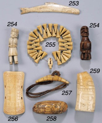 AN INUIT IVORY NECKLACE