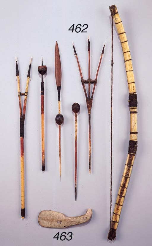 A FINE INUIT BOW AND FIVE ARRO