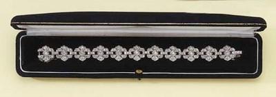 A WHITE GOLD DIAMOND BRACELET