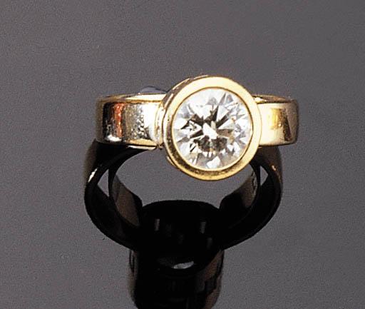 AN AMUSING 18K GOLD DIAMOND RING