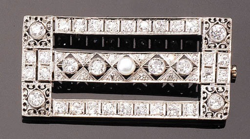A WHITE GOLD DIAMOND AND PEARL BROOCH