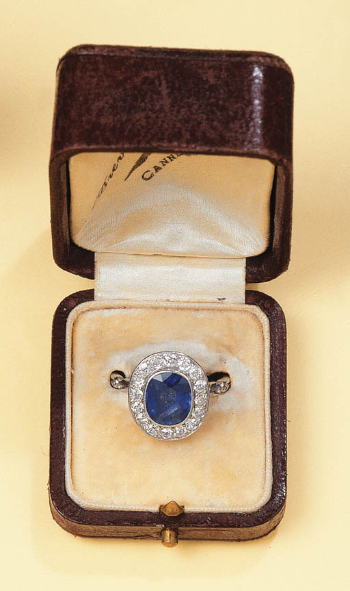 AN ART DECO PLATINUM SAPPHIRE AND DIAMOND CLUSTER RING