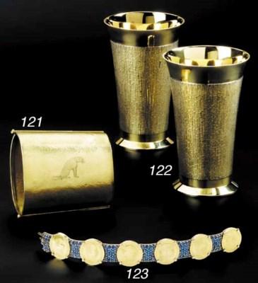 Six 18 carat yellow Gold Beake