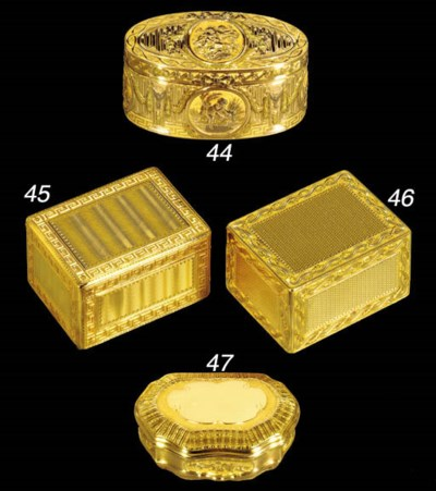 AN EARLY LOUIS XV GOLD SNUFF-B