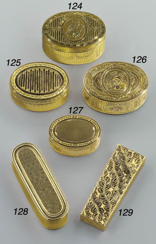 A LOUIS XV TWO-COLOUR GOLD SNU