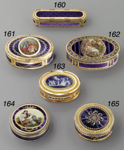 A FRENCH ENAMELLED GOLD SNUFF-