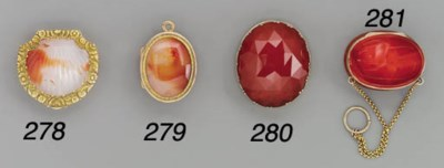 A French gold-mounted agate pe