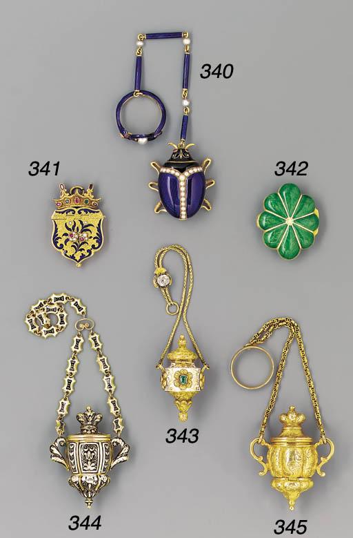 A gold pendant vinaigrette