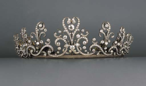 A fine antique diamond tiara/n