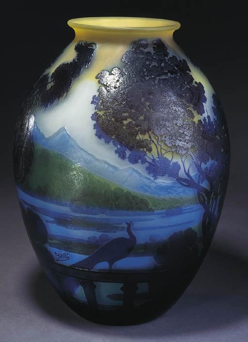 'Lac de Come', A Cameo Glass Vase