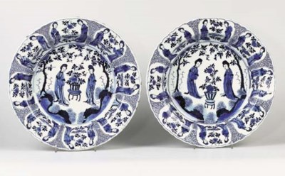 A PAIR OF BLUE AND WHITE 'LANG