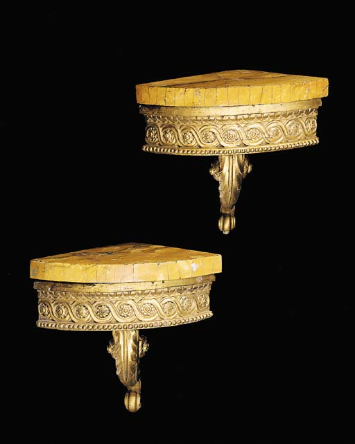 A PAIR OF ITALIAN GILTWOOD COR