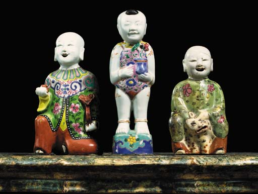 THREE FAMILLE ROSE FIGURES OF