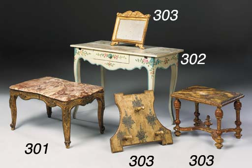 AN ITALIAN GILTWOOD TABLE MIRR