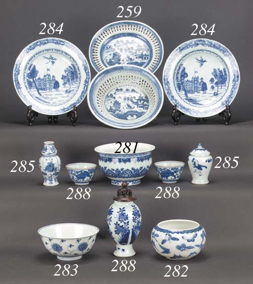 A Chinese blue and white oval