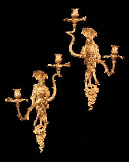 A pair of Régence style gilt b