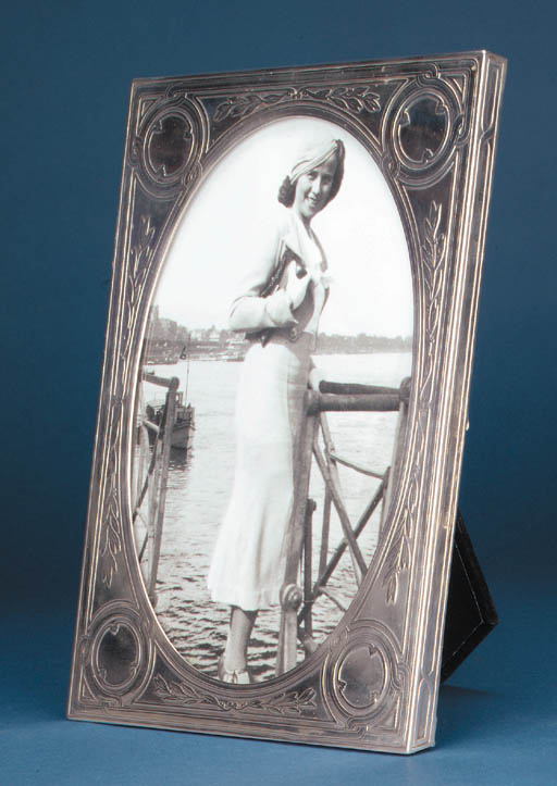 AN AMERICAN PICTURE FRAME