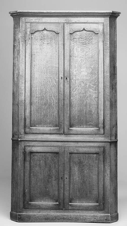An oak free standing corner cu