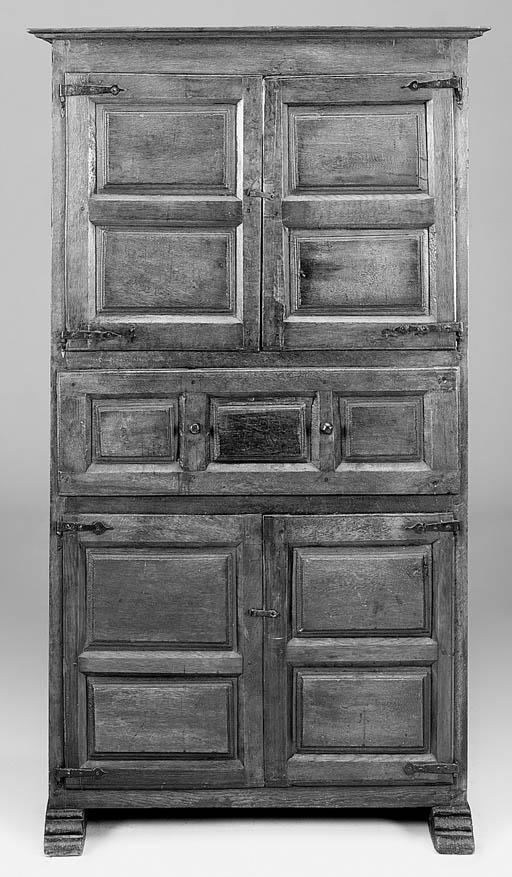 An oak cupboard, Spanish, part