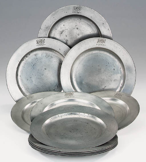 A set of twelve pewter plates,