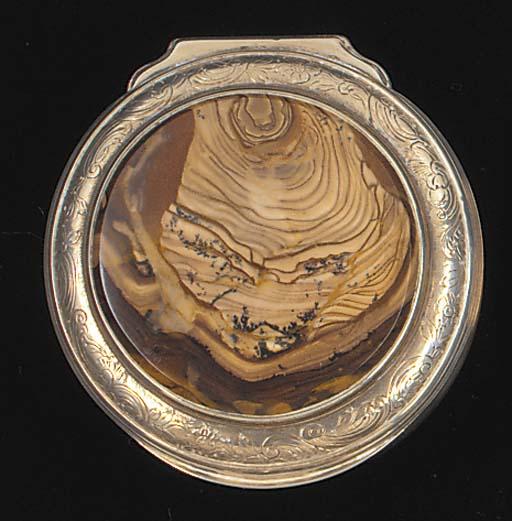 A gilt-lined silver snuff box