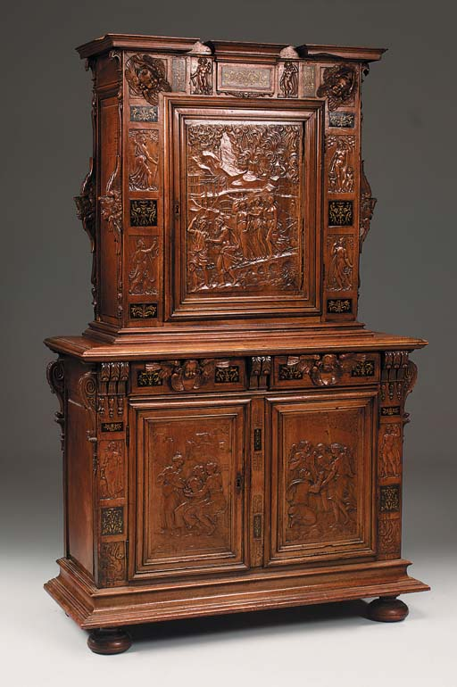 A FRENCH WALNUT MEUBLE D'APPUI
