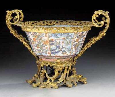 An Imari porcelain bowl, 19th