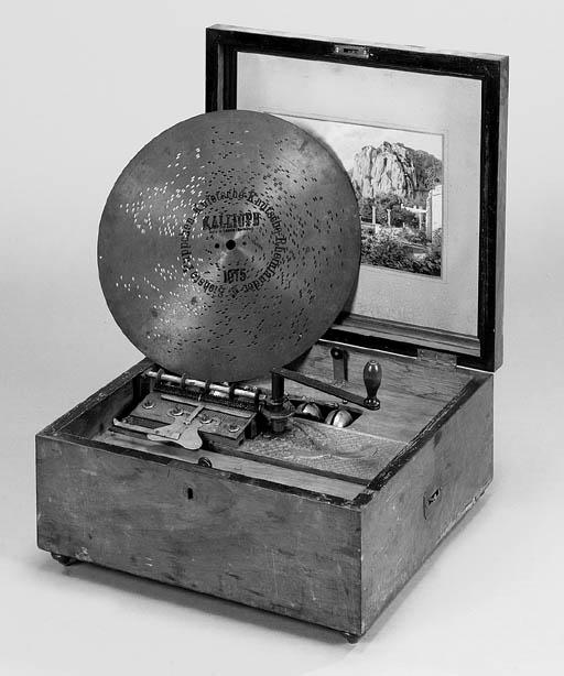 A  13¼-inch Kalliope disc musi