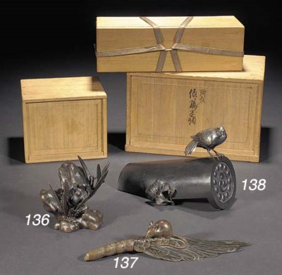 A Japanese bronze mouse crouch