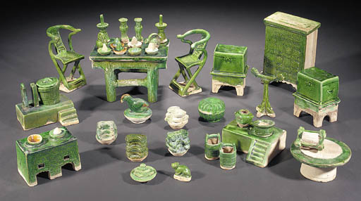 A large Ming green glazed pott