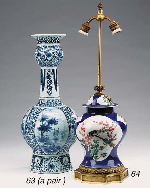 A pair of Delft style porcelai