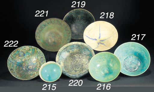 A Sultanabad footed pottery bo