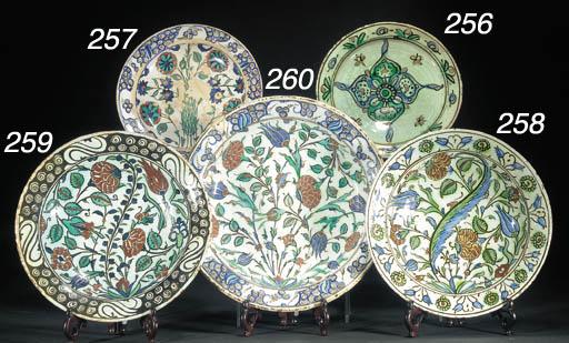 An Iznik pottery dish 17th cen