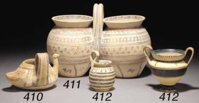 A DAUNIAN POTTERY SITULA WITH