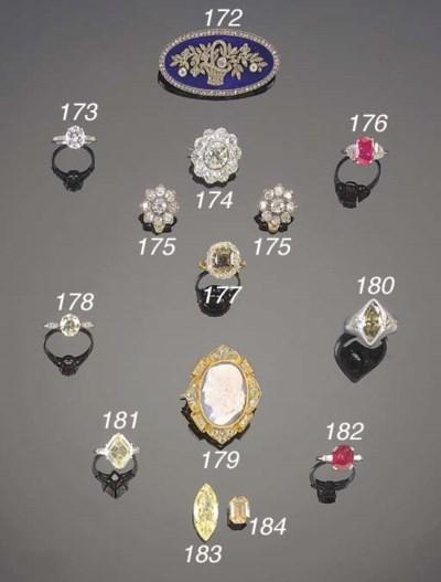 A PAIR OF 19TH. CENTURY DIAMON