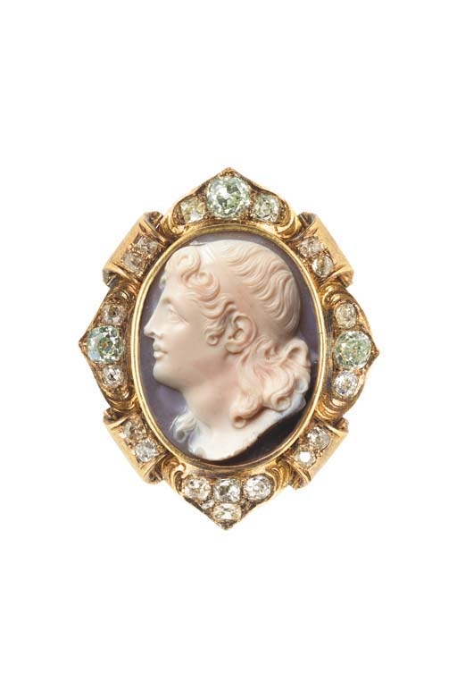 AN ANTIQUE HARDSTONE CAMEO AND
