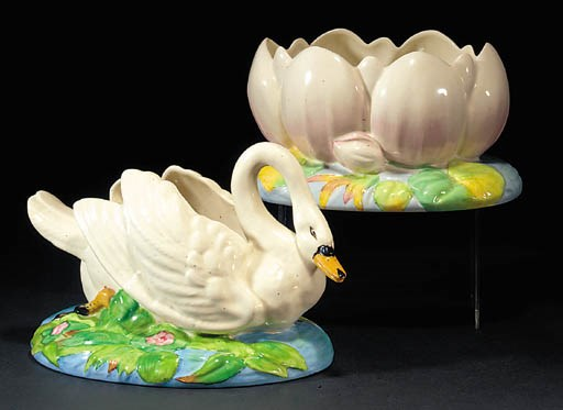 A swan centrepiece