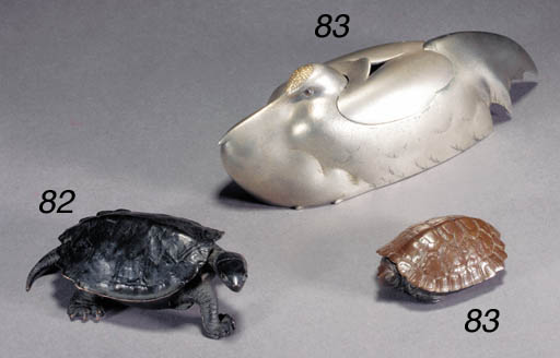 A bronze model of a turtle 19t