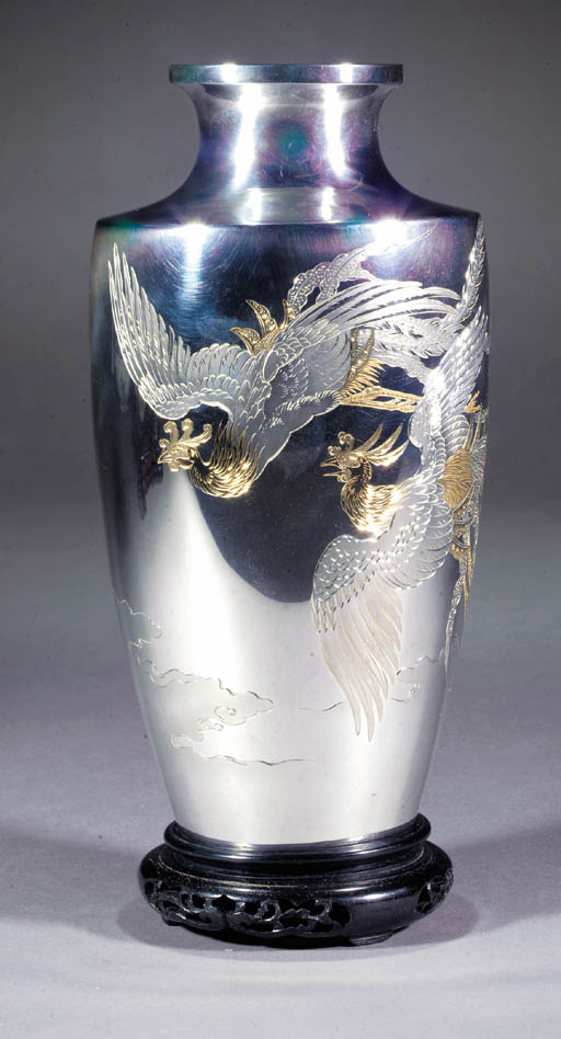 A silver vase 20th Century