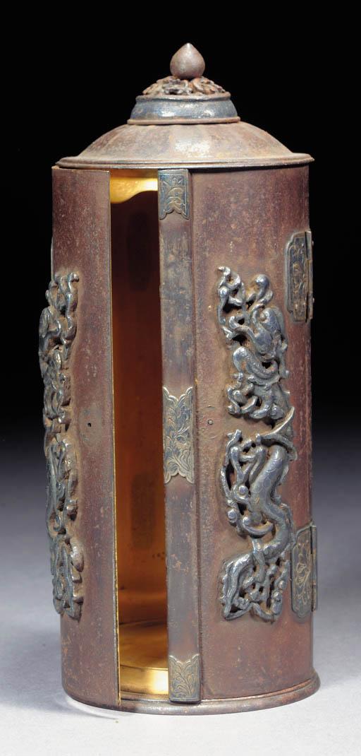 A cylindrical iron zushi Edo P
