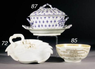A Worcester slop bowl