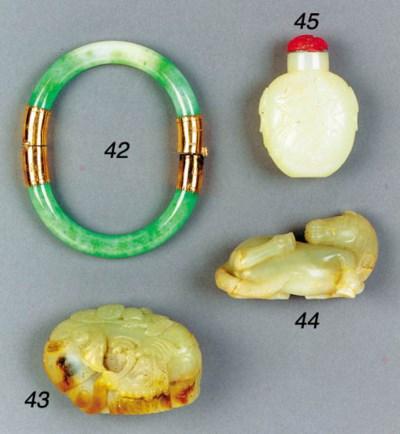 A Chinese pale jade snuff bott