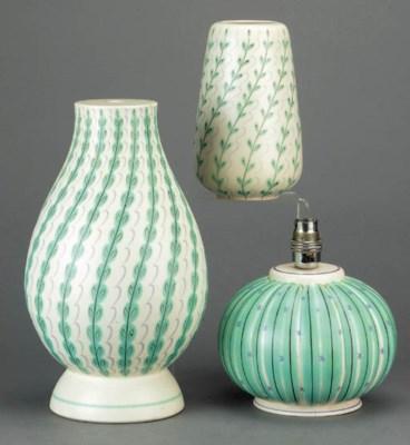 A Contemporary lampbase